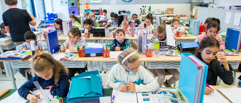 Kinderen in de klas van een lagere school