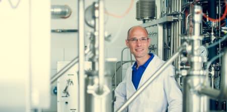Portret van laborant in laboratorium.