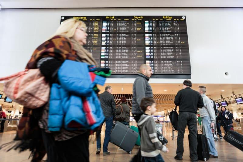 Drukte in de vertrekhal van de luchthaven van Zaventem.