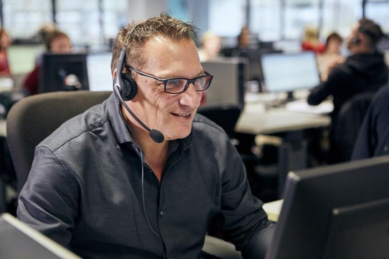 Voorlichter aan het werk in callcenter