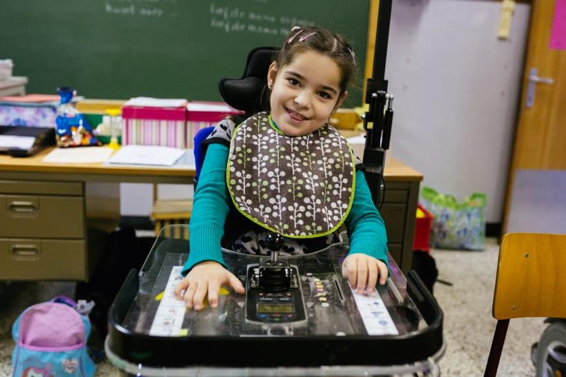 Kind in een rolstoel.