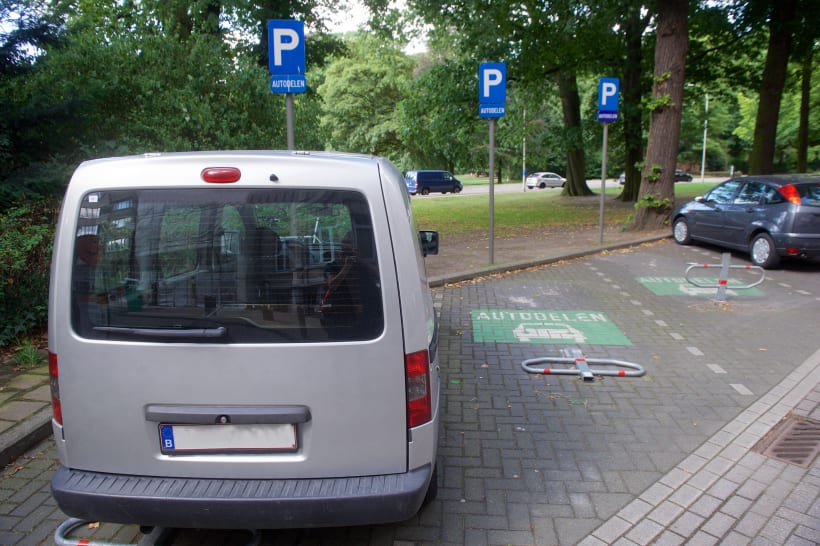 Parkeerplaatsen voor autodelen.