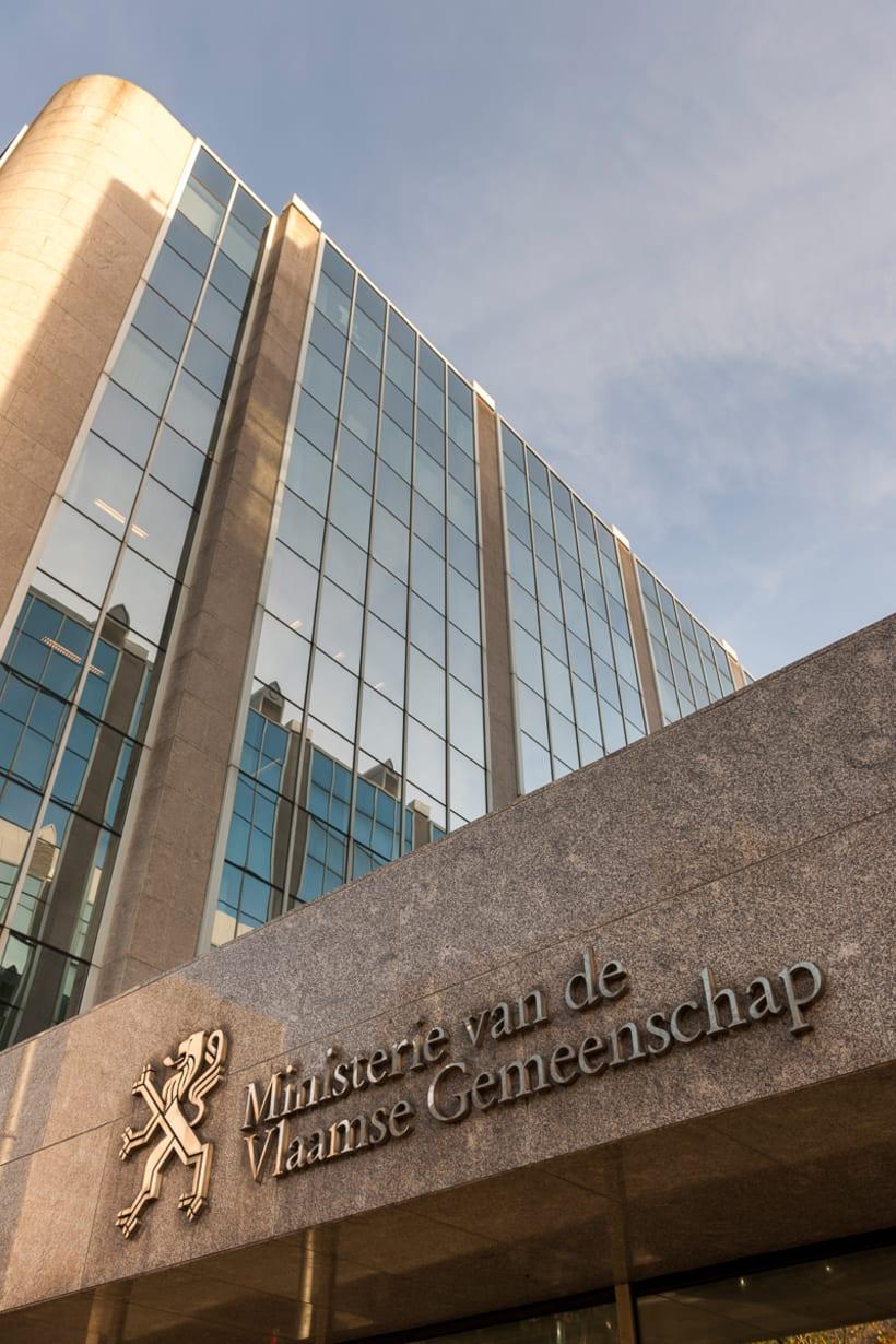 Buitenkant van het Hendrik Consciencegebouw van de Vlaamse Overheid in Brussel.