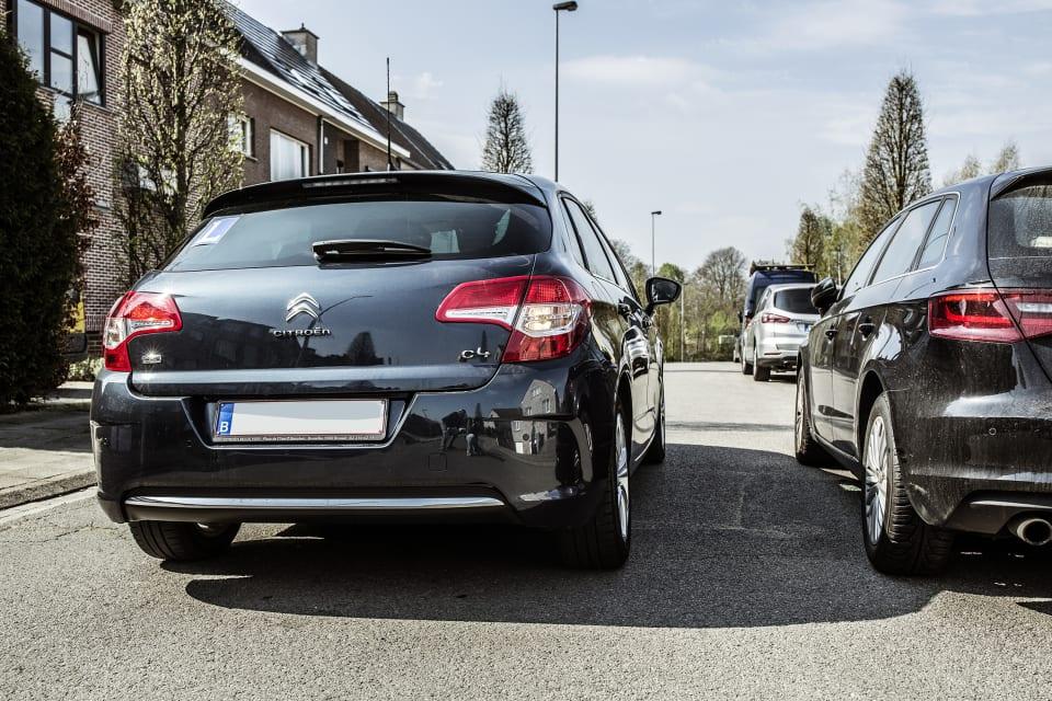 Auto's op de rijweg